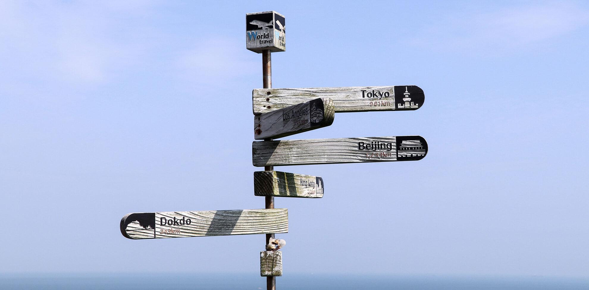 Wegweiser als Sinnbild für die Navigation